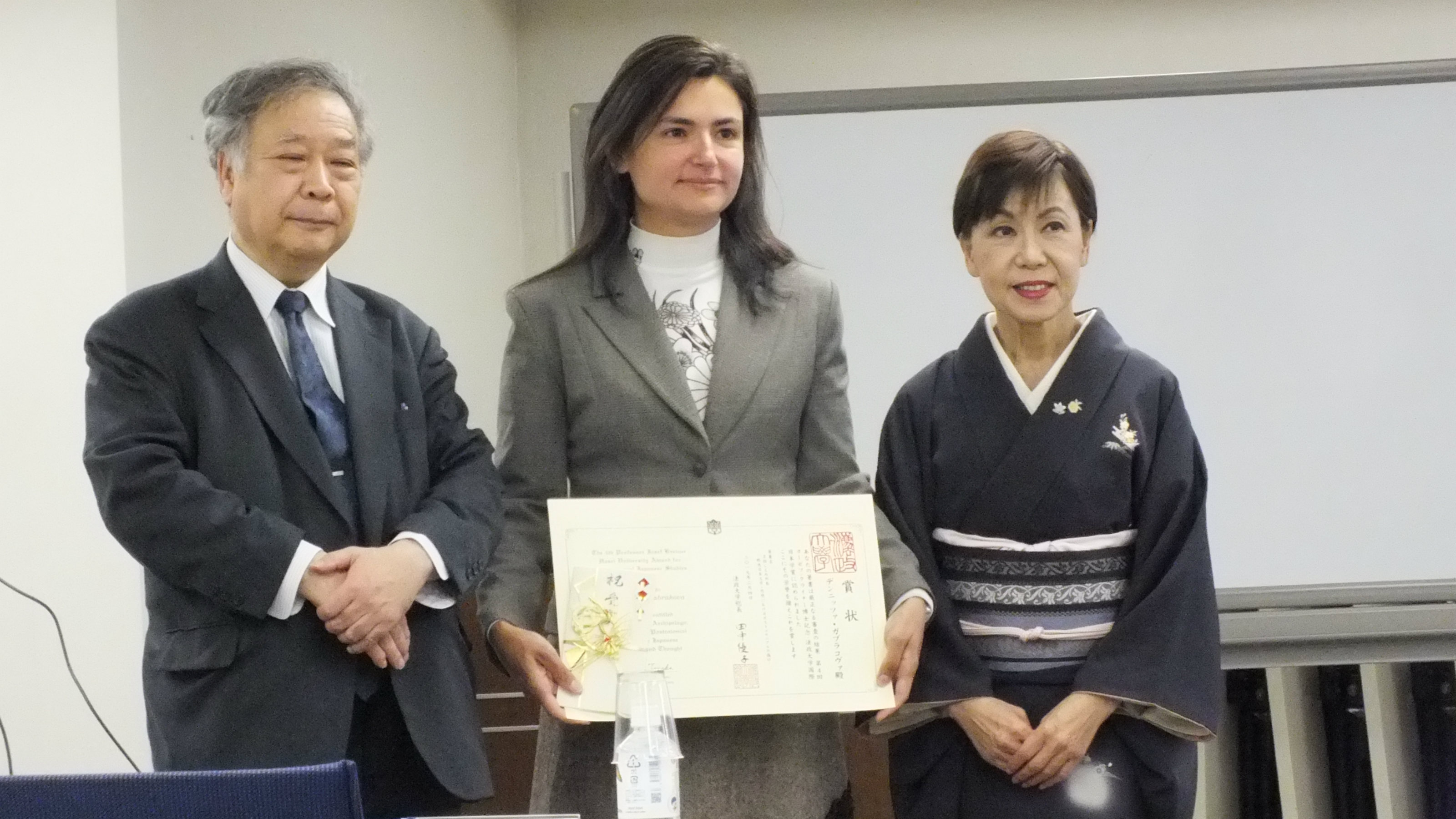 Dr Gabrakova recieves International award for contribution to Japanese studies