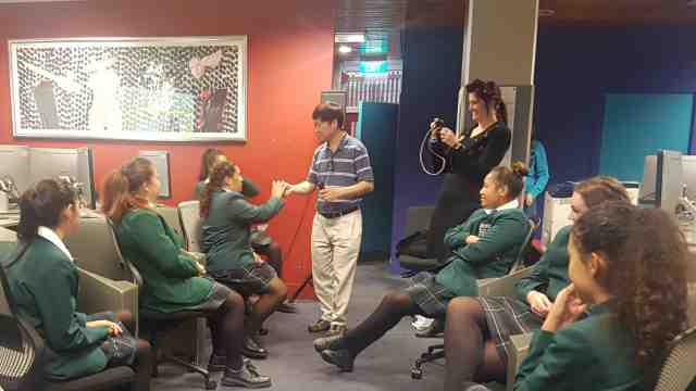 Dr Tiong-Thye Goh engages college students from Karamu High School (Hastings) in an App Development workshop at Victoria University