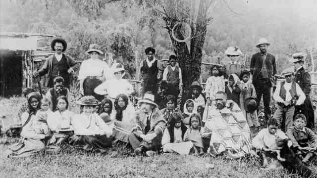 Katherine Mansfield with a group at Te Whaiti