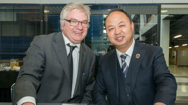 Victoria's Professor Mike Wilson (left) and Mr Zheng Liguo, president of JAI.